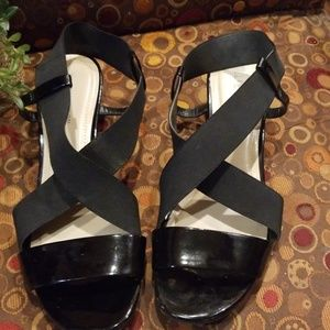 Ellen Tracy Sandals Black size 8.5